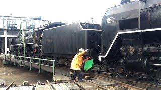 getlinkyoutube.com-梅小路のサプライズ C57とC62の重連? Umekoji Steam Locomotive Museum, Kyoto Japan (2015.3)