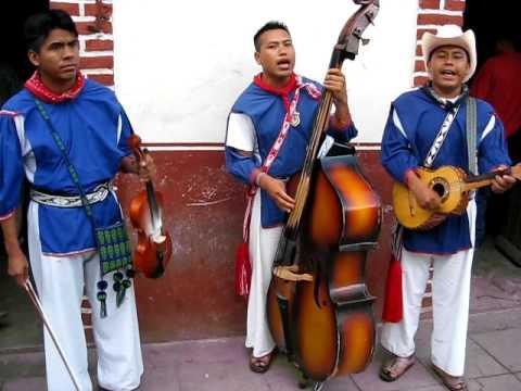 MUSICOS HUICHOLES, NUBES DE LA SIERRA..