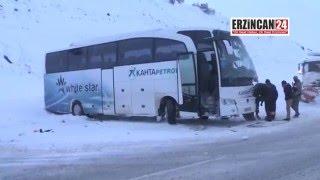 Erzincan'da Yolcu Otobüsü Greydere Çarptı: 23 Yaralı