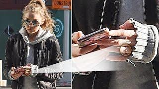 getlinkyoutube.com-OMG! Gigi Hadid's New Ring! Did She and Boyfriend Zayn Malik Get Engaged??