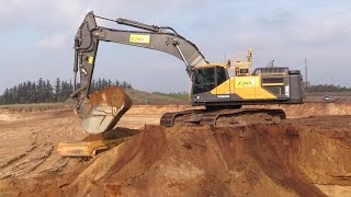 getlinkyoutube.com-New Volvo EC480E Excavator With Trimble 3D GPS Loading Volvo Dumpers
