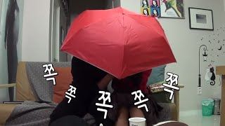 getlinkyoutube.com-[ENG SUB] 우리 결혼했어요 - 오붓한 재림의 중국 기념품 개봉~ 1인용 우산 속에서 뭐하는 중? 20141115