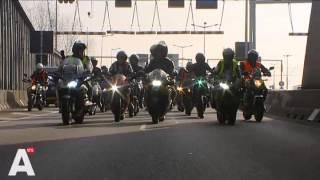 getlinkyoutube.com-Video: Herdenking omgekomen motorrijder in Piet Heintunnel