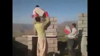 getlinkyoutube.com-عمال بناء يرقصون اثناء العمل هههههههه اضحك من كل قلبك Construction workers dancing at work
