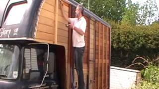 getlinkyoutube.com-Restoring Bernard the Bedford TK Oakley Horsebox - Soda Blasting