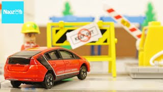 """getlinkyoutube.com-トミカ 魔法の駐車場 コマ撮り トミカタウン / Tomica, Tomica town, """"The magical parking"""", Stop motion Movie"""