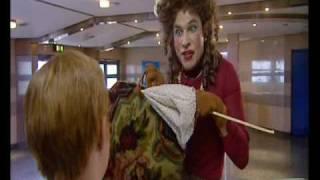 getlinkyoutube.com-Little Britain - Emily Howard at the Swimming Pool