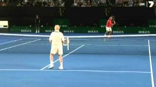 getlinkyoutube.com-Rod Laver hitting with Roger Federer