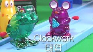 getlinkyoutube.com-2pcs Clockwork Toy Mouse & Frog Z Wind Ups 태엽 장난감 쥐 개구리 재미있는 장난감