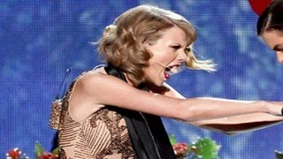 getlinkyoutube.com-Taylor Swift Dissed Harry Styles at AMAs 2014 – Points Finger At Him