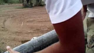 getlinkyoutube.com-hacer pozo a mano para riego ( mantenimientospapaseit )  parte 2