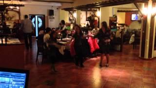 getlinkyoutube.com-10 годишни деца играят чичово хоро. Нека запазим българските традиции.