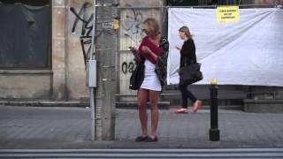 getlinkyoutube.com-Wierzbicka w białej mini na spacerze