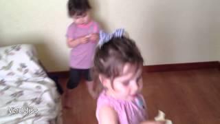 getlinkyoutube.com-Kids reaction to pregnancy test - Test de embarazo, reacción de los hermanos