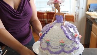 getlinkyoutube.com-Barbie Doll Cake How to decorate a Barbie Doll/Princess Cake with icing