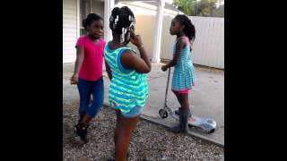 getlinkyoutube.com-3 girls fighting for nothing