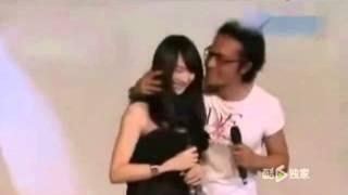 getlinkyoutube.com-马景涛搂29岁嫩妻与21岁爱女合影:她俩像姐妹