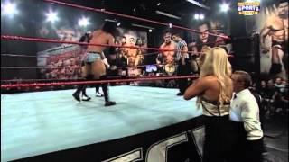 getlinkyoutube.com-Seth Rollins vs Brad Maddox (with Summer Rae & Paige) (04-03-2012)