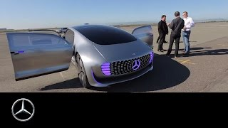 getlinkyoutube.com-A driving experience of a different kind – the F 015 - Mercedes-Benz original