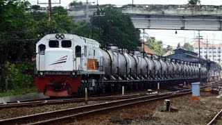 getlinkyoutube.com-KA Angkutan BBM 2618 membawa 20 Gerbong Berangkat Stasiun Lempuyangan