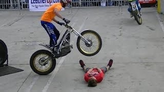 getlinkyoutube.com-Insane Trials Motorcycle Stunts