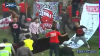 getlinkyoutube.com-Tawuran Supporter Persiku vs Persis (Football Fans Fight) May 2014