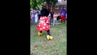 getlinkyoutube.com-Minnie Mouse Twerking to don't drop that