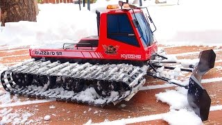getlinkyoutube.com-RC ADVENTURES - Snow Cat Snow Plowing - Upgraded Kyosho Blizzard SR Snow Machine