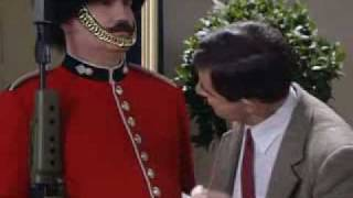 getlinkyoutube.com-mr.bean y el guardia de inglaterra