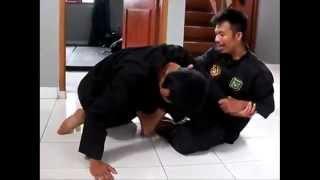 getlinkyoutube.com-Cecep Arif Rahman The Raid 2 Peragakan Ilmu Kuncian