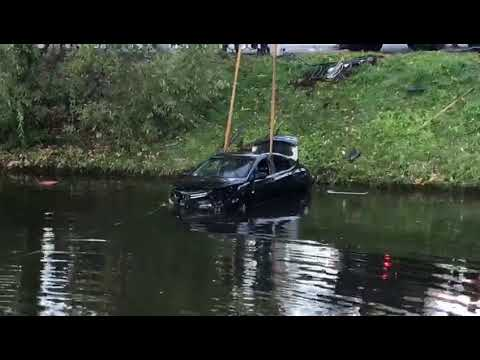 Водитель на Solaris 'улетел» в Черную речку и утонул в ней