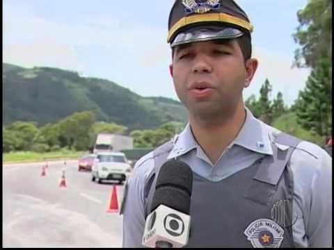 Acidente na Rodovia Mogi-Bertioga interdita o trânsito