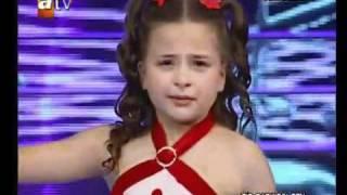 getlinkyoutube.com-طفلة تركية تغني فيبكي المستمعون
