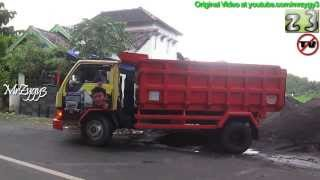 getlinkyoutube.com-Dump Truck Mitsubishi Colt Diesel Stuck