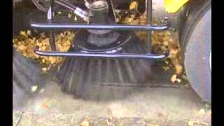 getlinkyoutube.com-路面清掃車(道路清掃車、ストリートスイーパー)真空吸入式HS400Wの落ち葉吸引