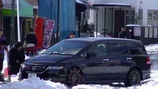 getlinkyoutube.com-2014年2月8日関東大雪の翌日 平地でもスタック続出(千葉県柏市)