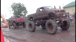 getlinkyoutube.com-Chevy vs Ford Mega Mud Truck Tug O War