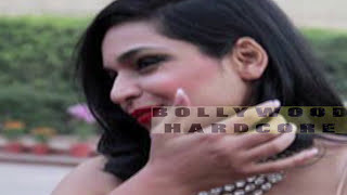 Pakistani Actress Meera's Oops moment at Red Carpet - Wardrobe Malfunction