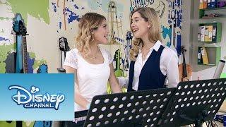 "Violetta: Momento Musical: Angie y Violetta cantan ""Algo se enciende"""