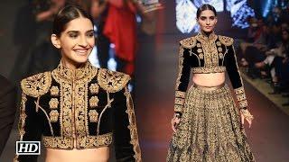 getlinkyoutube.com-Sonam Kapoor SIZZLES on Blenders Pride Fashion Tour runway