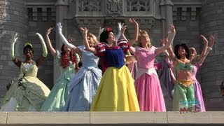 getlinkyoutube.com-All 11 Disney Princess gathering for the first time for Merida's coronation at Walt Disney World
