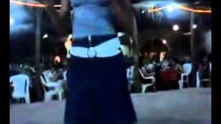 getlinkyoutube.com-رقص بنت جامدة في فرح مصري خلت كل الشباب مولع وقام يرقص جنبها