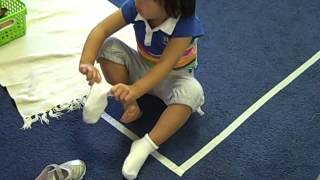 getlinkyoutube.com-Learning to put on shoes