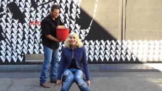 getlinkyoutube.com-Gwen Stefani Accepting Blake Shelton's ALS Ice Bucket Challenge 16/8/2014