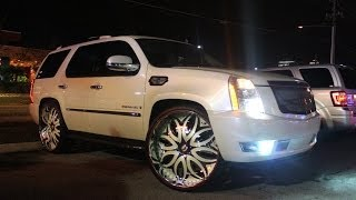 "getlinkyoutube.com-Escalade on color matched 30"" Forgis iPad in dash Orlando Classics weekend 2013"
