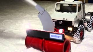 getlinkyoutube.com-RC Schmidt Schneefräse VF-Z an Unimog 2450L 1:8