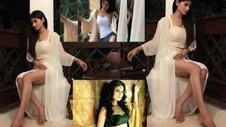 Mouni Roy - Steamily Hot and Sex Bomb width=