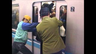 getlinkyoutube.com-Tokyo subway during morning rush hour - 東西線 葛西駅 満員電車