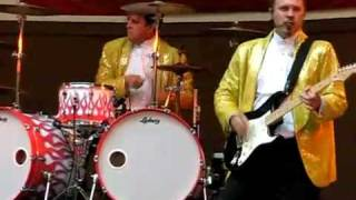 getlinkyoutube.com-this drummer is at the wrong gig