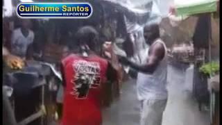 getlinkyoutube.com-Pugilista Holyfield briga na feira